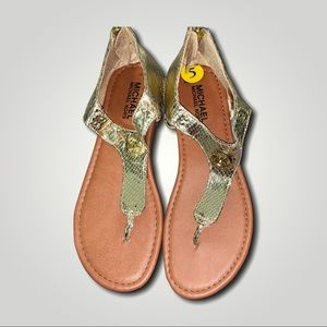 Michael kors youth gold MK plate thong sandals 5